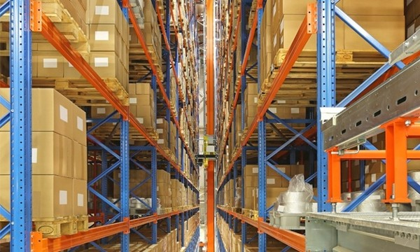 Aisle photo of ASRS equipment pulling items from shelves.
